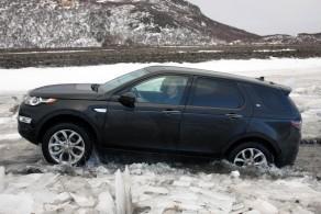Land Rover Discovery Sport    on myynnissä selvästi Evoquen takana.