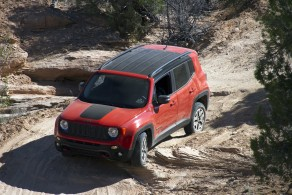 Jeepillä menee hyvin. Renegaden Trailhawk MOABin maisemissa.